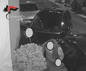 Giovane pestato ed accoltellato fuori da un bar: arrestati i 3 aggressori